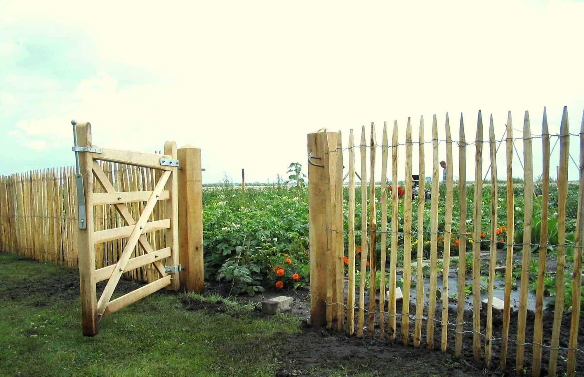 kastanjehout hekwerk en poort